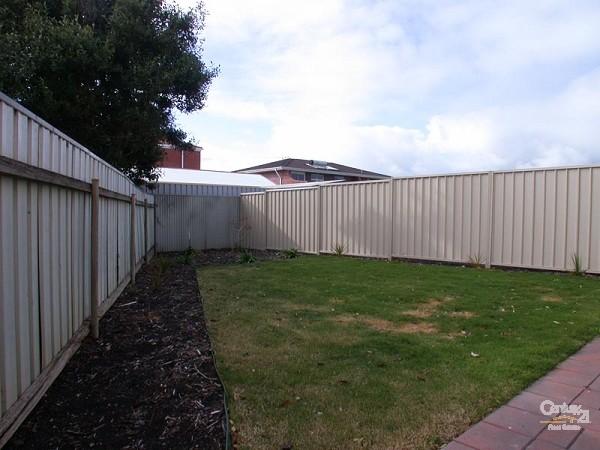Back yard - 218 Esplanade, Seaford - Holiday House Rental in Seaford