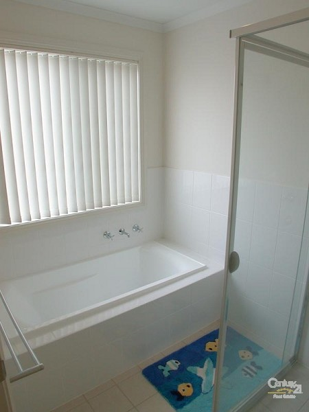 Down stairs bathroom - 12 Caronia Cove, Sellicks Beach - Holiday House Rental in Sellicks Beach