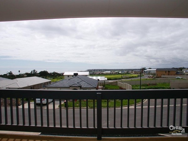 View from balcony looking North - 12 Caronia Cove, Sellicks Beach - Holiday House Rental in Sellicks Beach