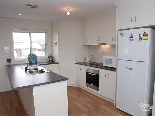 Kitchen - upstairs - 12 Caronia Cove, Sellicks Beach - Holiday House Rental in Sellicks Beach