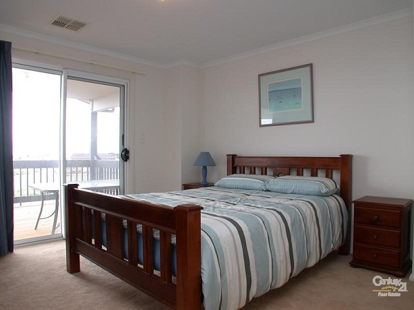 Bedroom 1 - queen bed - 12 Caronia Cove, Sellicks Beach - Holiday House Rental in Sellicks Beach