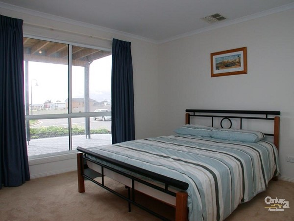 Bedroom 2 - queen bed - downstairs - 12 Caronia Cove, Sellicks Beach - Holiday House Rental in Sellicks Beach