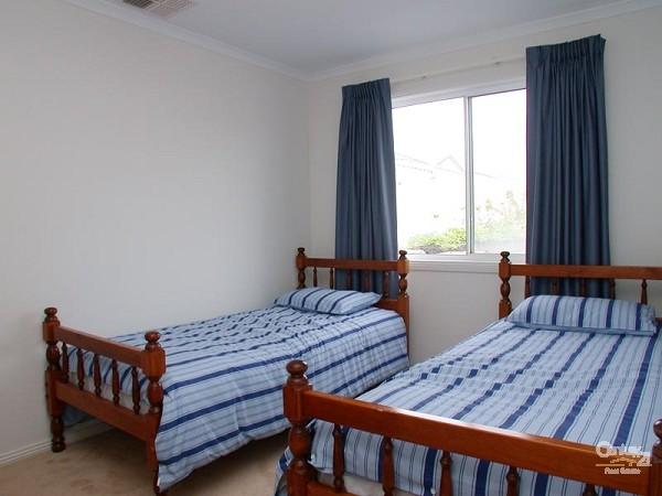 Bedroom 4 - 2 singles downstairs - 12 Caronia Cove, Sellicks Beach - Holiday House Rental in Sellicks Beach