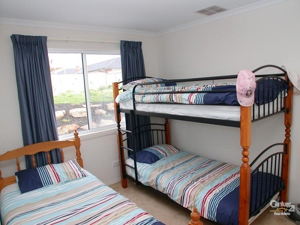 Bedroom 3 - 1 bunk & single - 12 Caronia Cove, Sellicks Beach - Holiday House Rental in Sellicks Beach