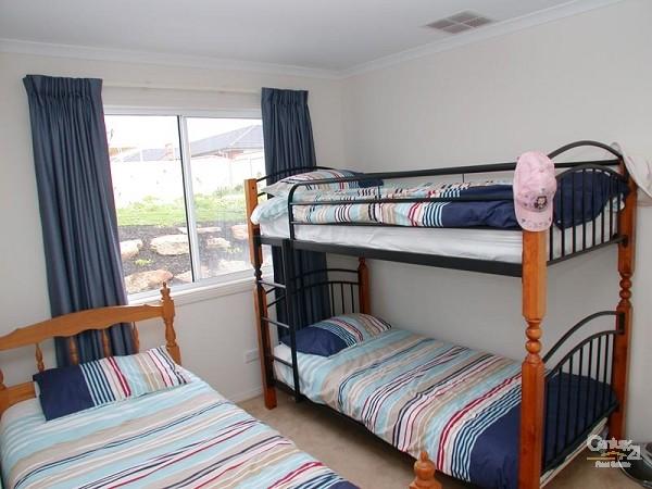 Bedroom 3 - 1 bunk & single - 12 Caronia Cove, Sellicks Beach - Holiday House Rental in Sellicks Beach
