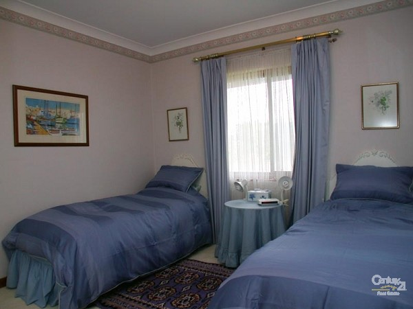Bedroom 3 - 2 single beds - downstairs - 49 Esplanade, Port Willunga - Holiday House Rental in Port Willunga