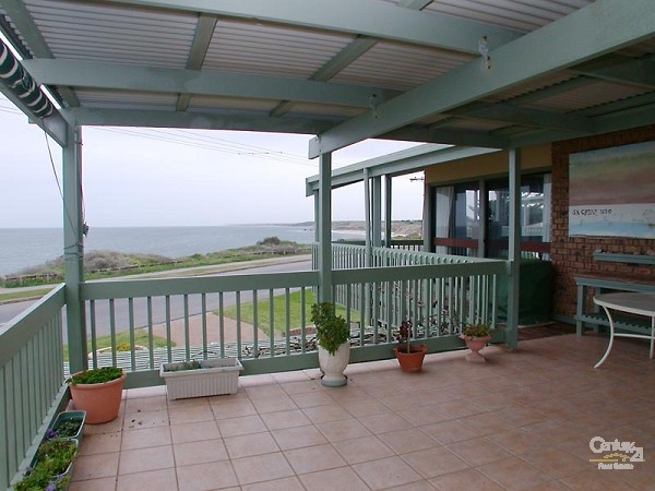 View from balcony - 49 Esplanade, Port Willunga - Holiday House Rental in Port Willunga