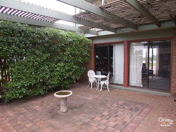 Courtyard of study - 49 Esplanade, Port Willunga - Holiday House Rental in Port Willunga