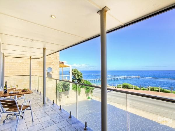 89 Esplanade, Port Noarlunga - Holiday House Rental in Port Noarlunga