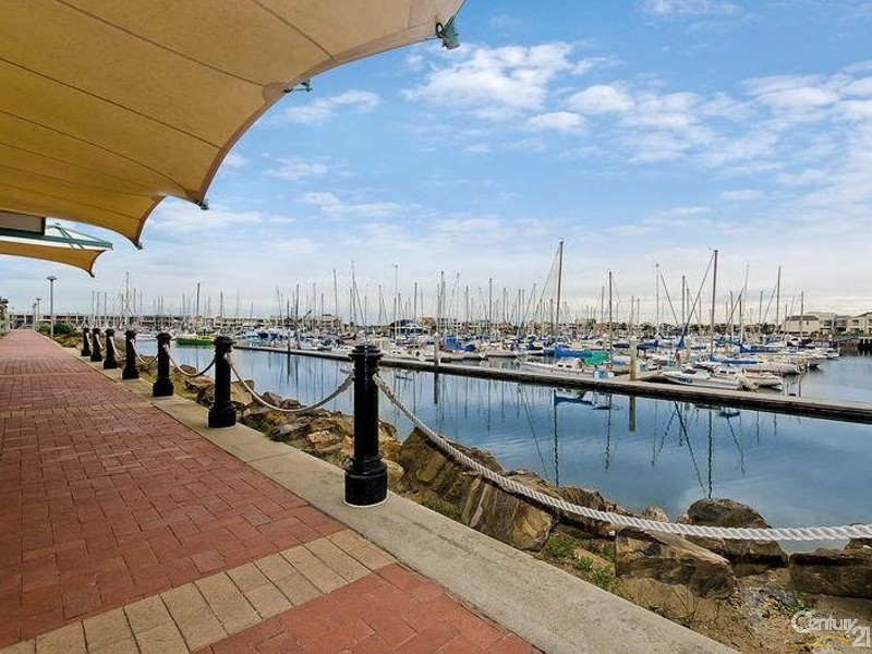 Short distance to open water. - 56/7 Arcadia Court, North Haven - Unit for Sale in North Haven