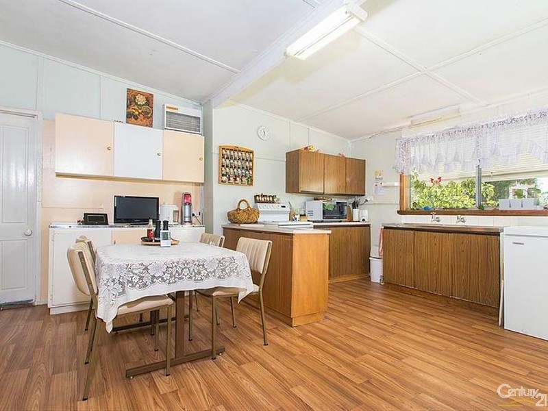 Open Plan kitchen/ living - 3 Hawker Street, Yacka - House for Sale in Yacka