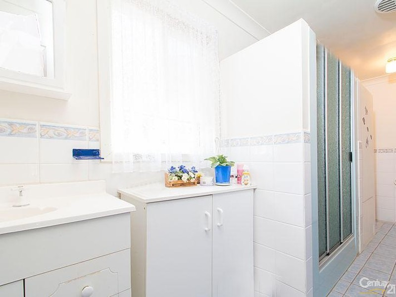 Modern bathroom - 3 Hawker Street, Yacka - House for Sale in Yacka