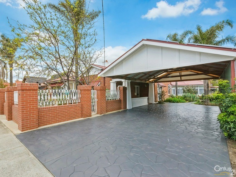 Concrete driveway ideal for additional cars to park off street - 10 Harrold Street, Largs Bay - House for Sale in Largs Bay