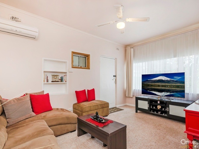 Granny flat north facing lounge - 10 Harrold Street, Largs Bay - House for Sale in Largs Bay