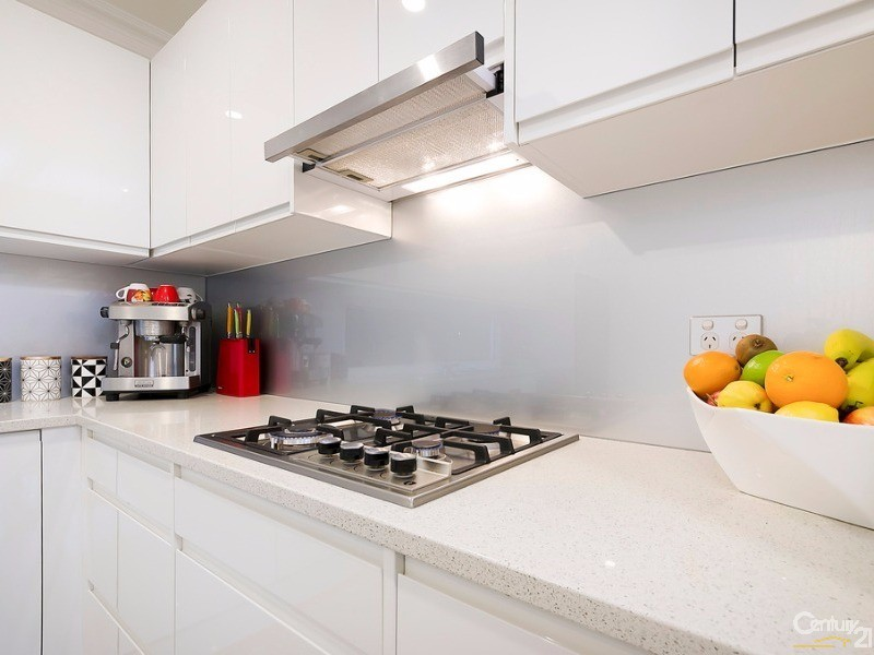 Stainless steel cook top - 172 Fletcher Road, Largs Bay - House for Sale in Largs Bay