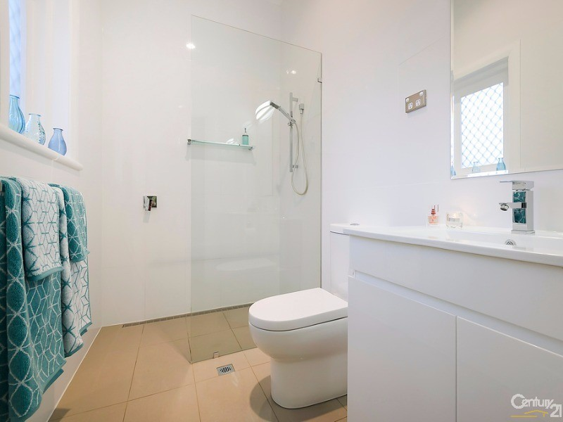 Ensuite with natural northerly light aspect fully tiled - 172 Fletcher Road, Largs Bay - House for Sale in Largs Bay