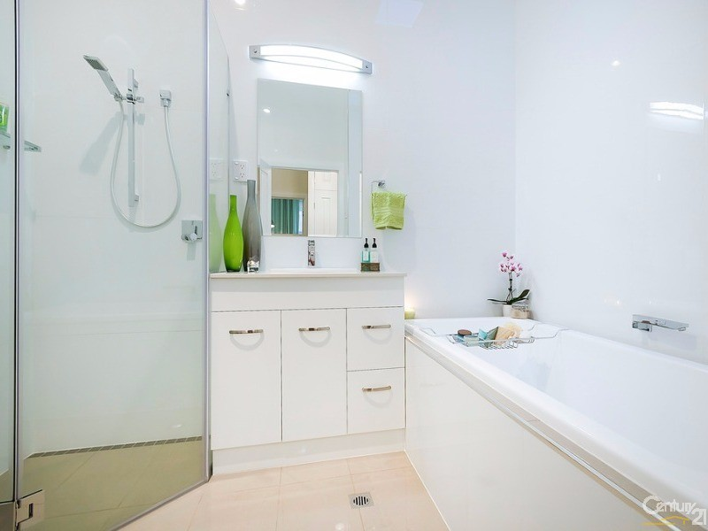 Master bathroom, skylight, deep bath with swivel bath spout, separate shower and 2nd w.c. - 172 Fletcher Road, Largs Bay - House for Sale in Largs Bay