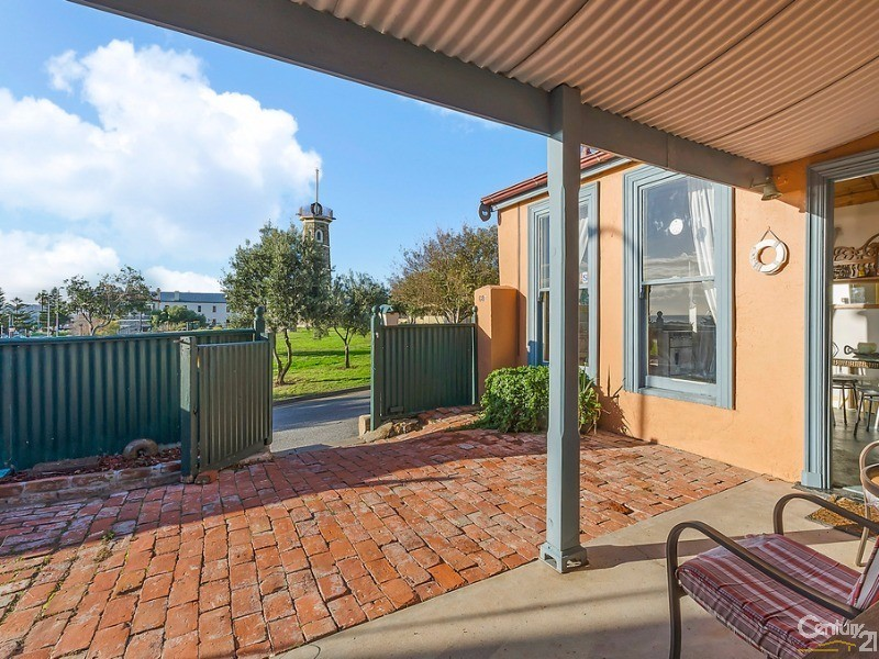 68a Esplanade, Semaphore - Holiday Semi-Detached Rental in Semaphore