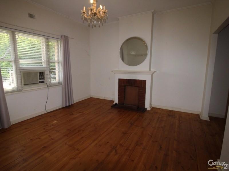 9 Eglington Avenue, Black Forest - House for Rent in Black Forest