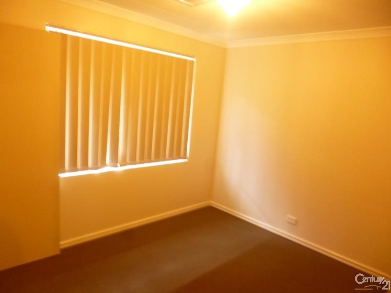16 Holdsworth Avenue , Aveley - House for Rent in Aveley