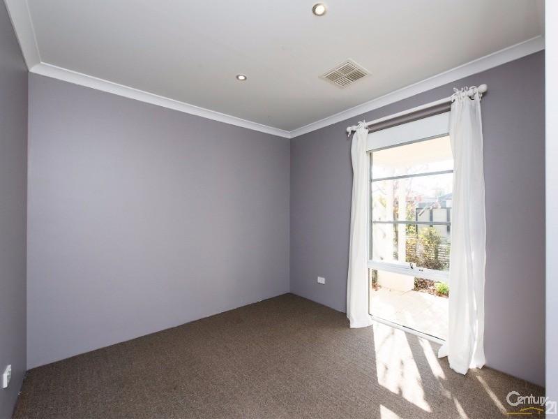 10 Lago Prom, Aveley - House for Sale in Aveley