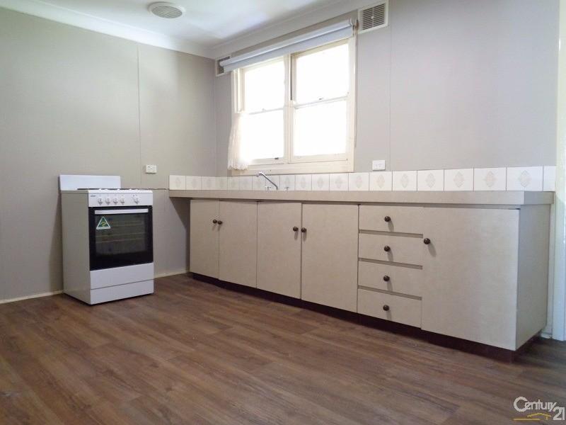 4B Robert Place, Calista - Duplex for Rent in Calista