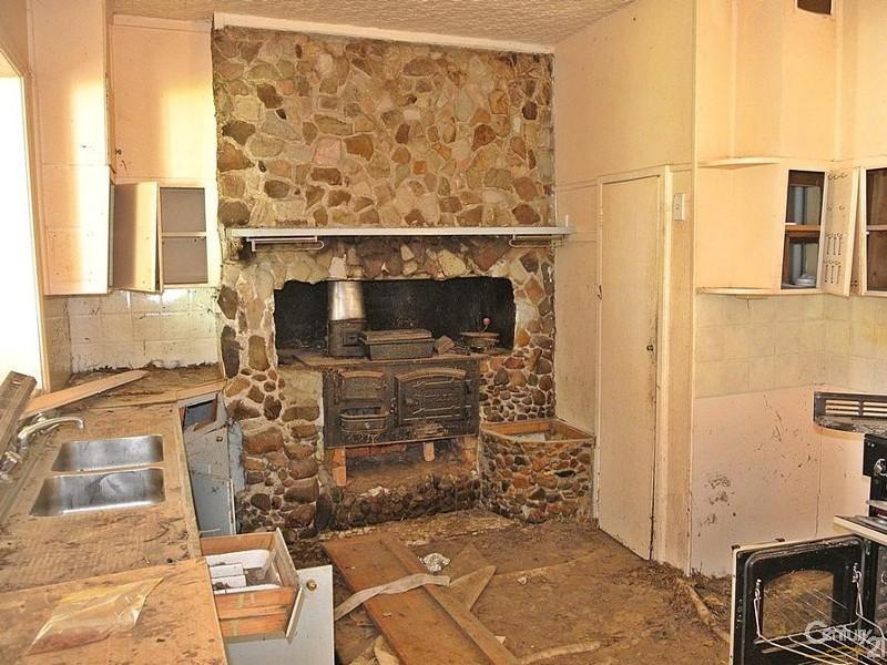 CLASSIC KITCHEN - 49 Cowper St, Stroud - Land for Sale in Stroud