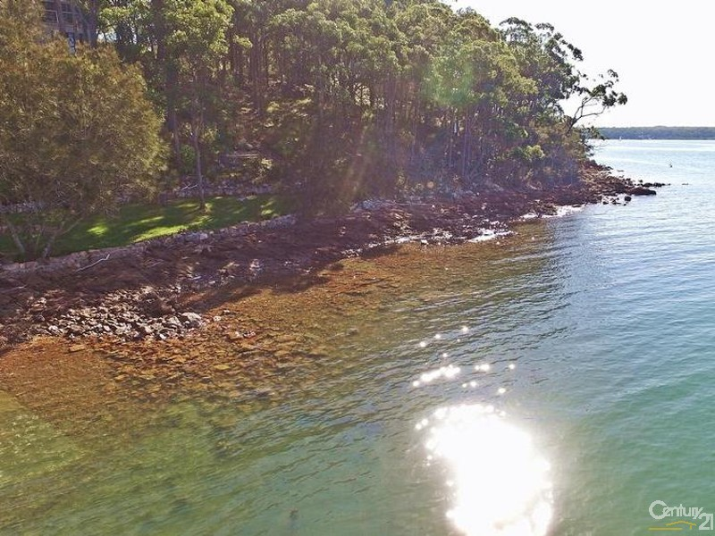 44 Point Ct Foreshore - 44 Point Ct, North Arm Cove - House for Sale in North Arm Cove
