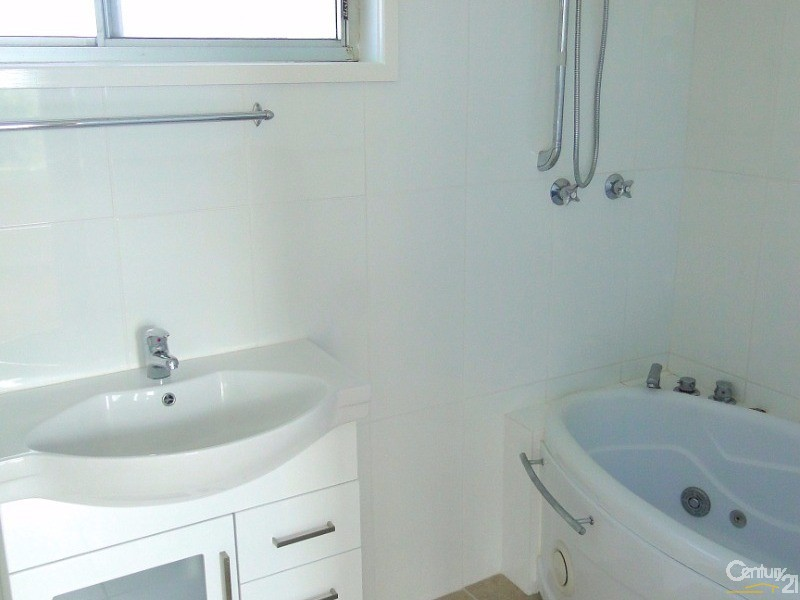 Bathroom with bath tub and shower - 35a Myall St, Tea Gardens - House for Sale in Tea Gardens