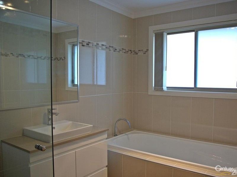 Main Bathroom with Separate Tub - 25 Leeward Ct, Tea Gardens - House for Sale in Tea Gardens
