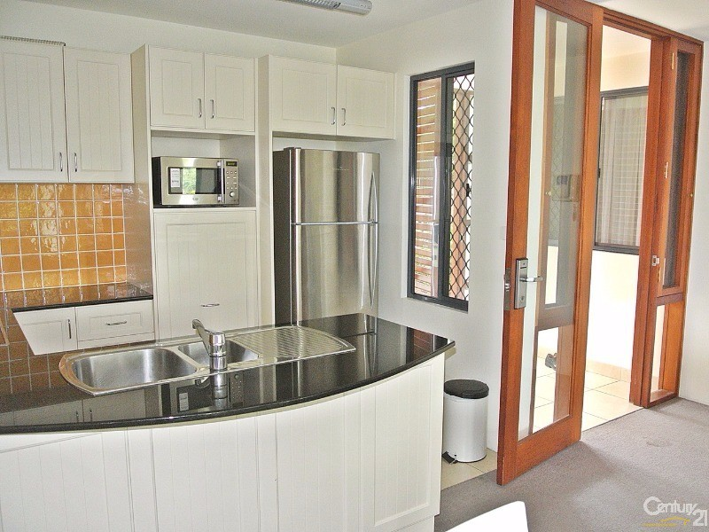 Stone bench tops and stainless steel appliances - 5/ 21-23 Marine Dr, Tea Gardens - Unit for Sale in Tea Gardens