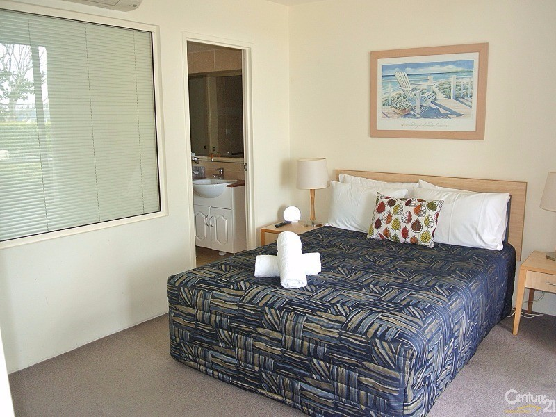 Master bedroom with ensuite - 5/ 21-23 Marine Dr, Tea Gardens - Unit for Sale in Tea Gardens