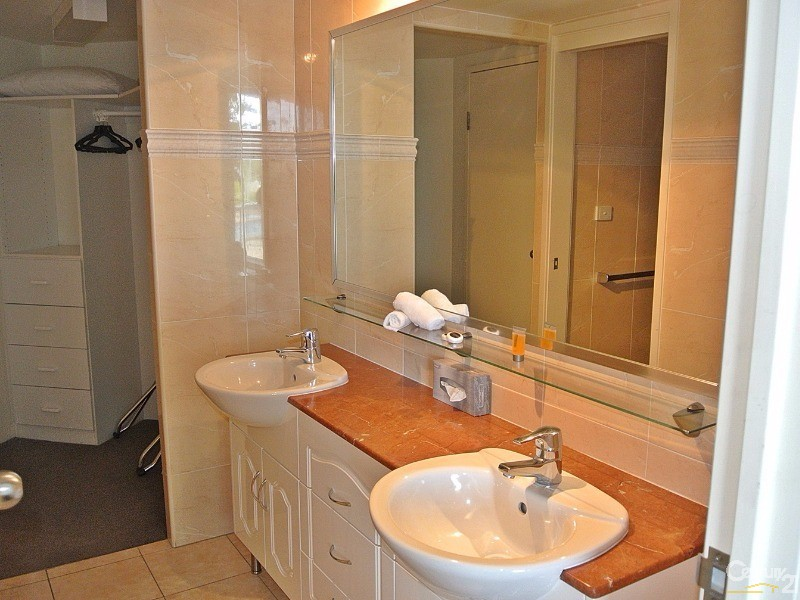 En-suite with spa bath tub - 5/ 21-23 Marine Dr, Tea Gardens - Unit for Sale in Tea Gardens