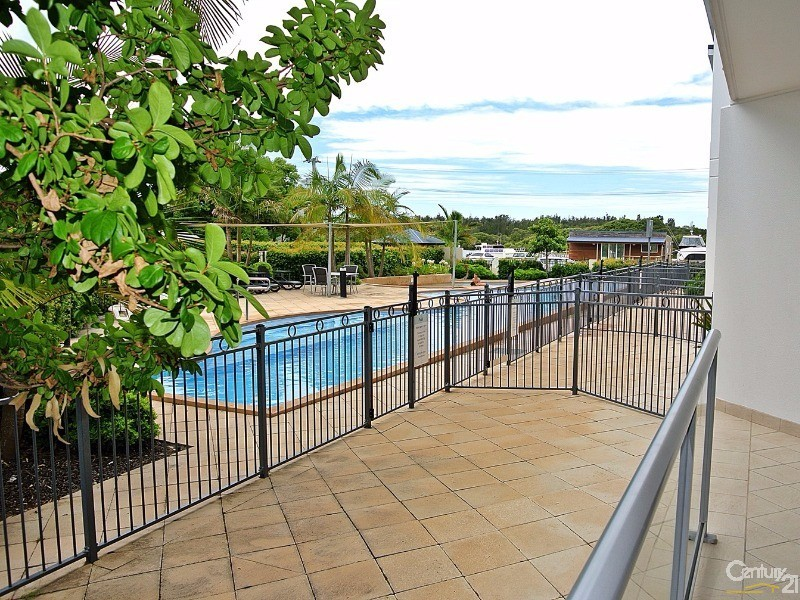 Direct access to the pool - 5/ 21-23 Marine Dr, Tea Gardens - Unit for Sale in Tea Gardens