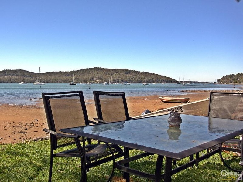 THE PERFECT SPOT FOR SUNDAY LUNCH - 56 Eastslope Way, North Arm Cove - House for Sale in North Arm Cove