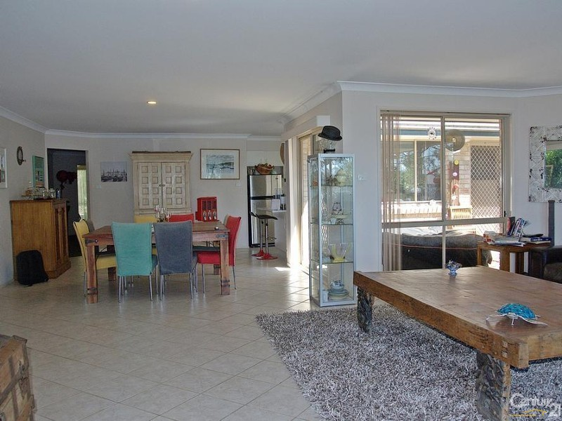 LIVING AND INFORMAL DINING AREAS - 56 Eastslope Way, North Arm Cove - House for Sale in North Arm Cove