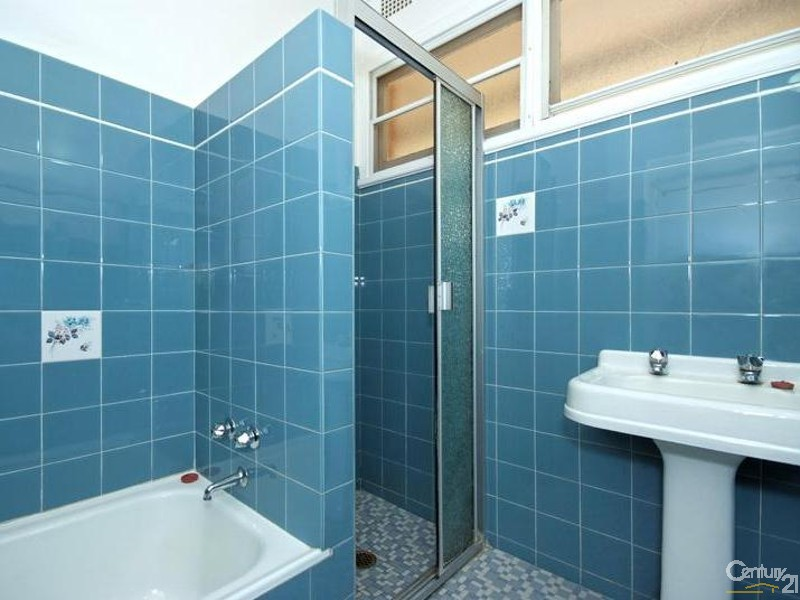 Bathroom - 42 Lucas Crescent, Adamstown Heights - House for Sale in Adamstown Heights