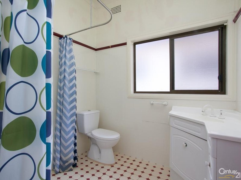 House - Bathroom - 60/ 60A James Street, Charlestown - House for Sale in Charlestown