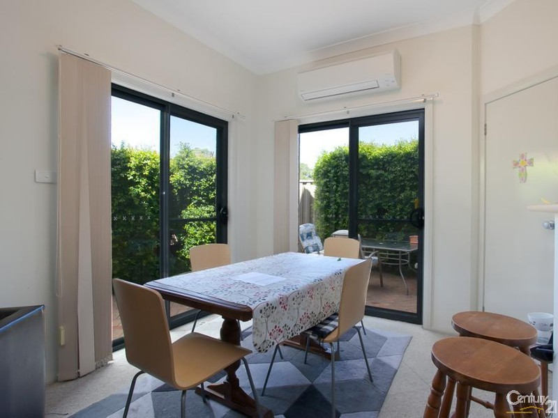 Dining - 28/9 Hutton Street, Charlestown - Townhouse for Sale in Charlestown