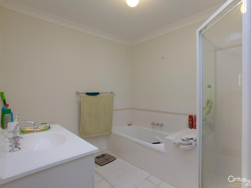 Main Bathroom - 28/9 Hutton Street, Charlestown - Townhouse for Sale in Charlestown