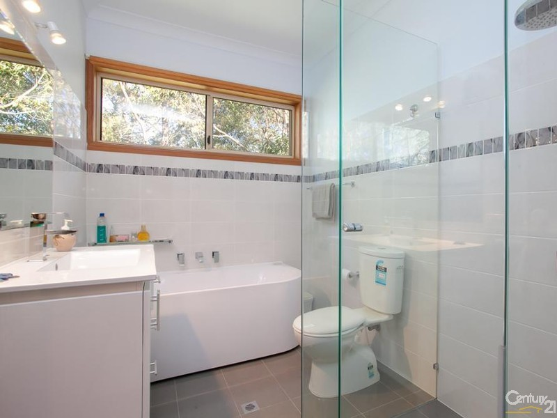Bathroom - 9 Coolac Close, Charlestown - House for Sale in Charlestown