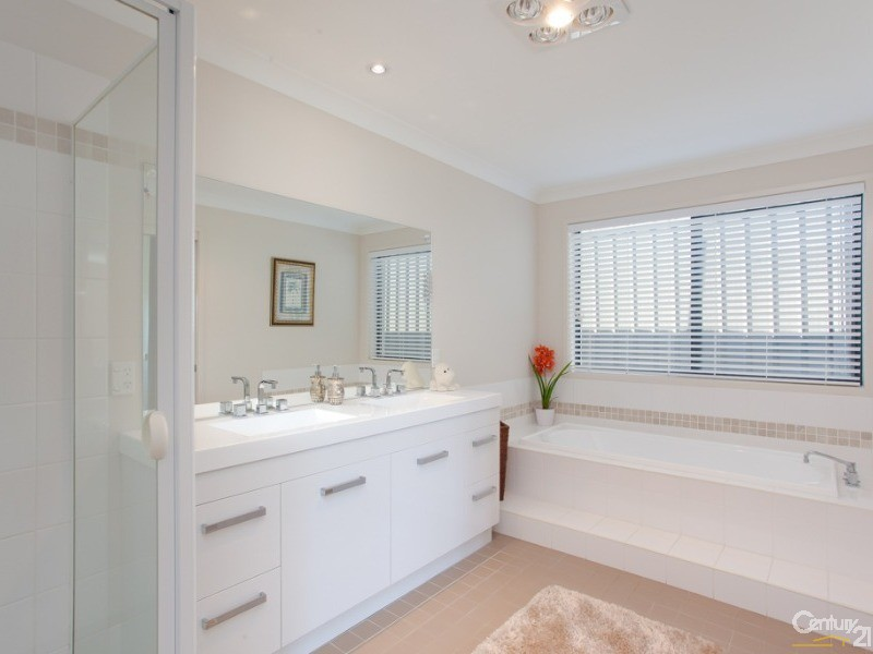 Ensuite - 61 Timbercrest Chase, Charlestown - House for Sale in Charlestown