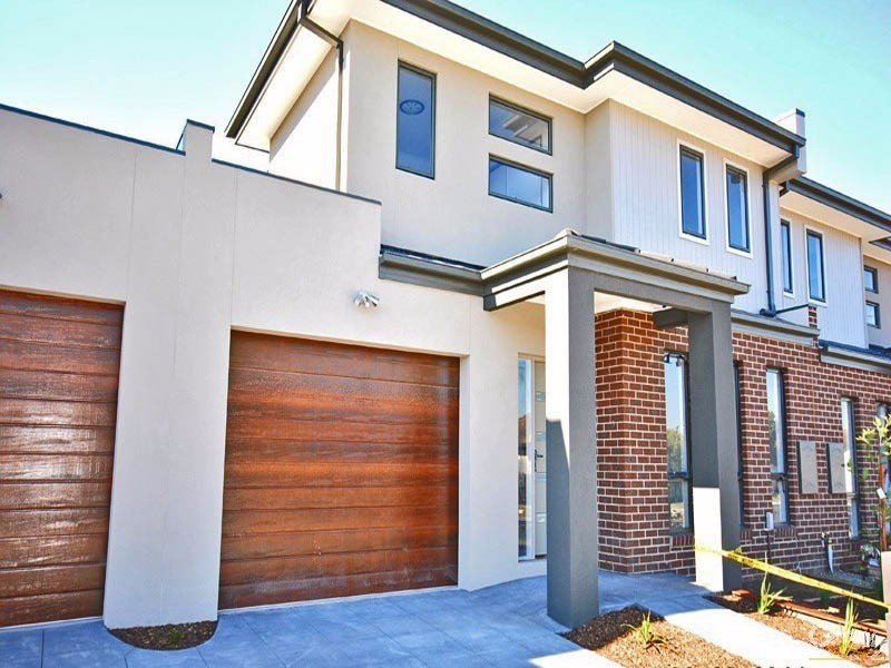 11B Hughes Crescent, Dandenong North - Townhouse for Rent in Dandenong North