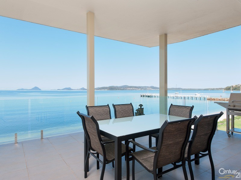 2-135 Soldiers Point Road, Soldiers Point - Holiday Apartment Rental in Soldiers Point