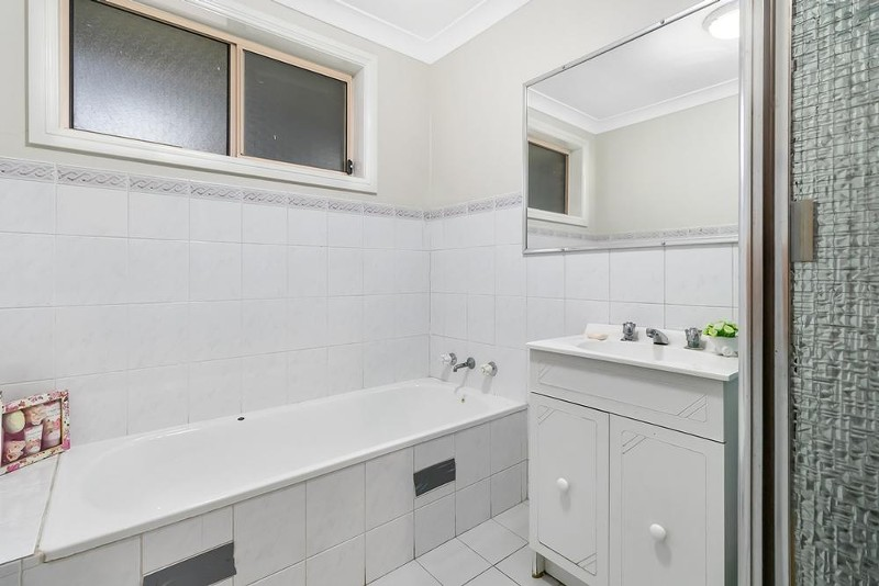 131 Elizabeth Drive, Liverpool - Townhouse for Sale in Liverpool