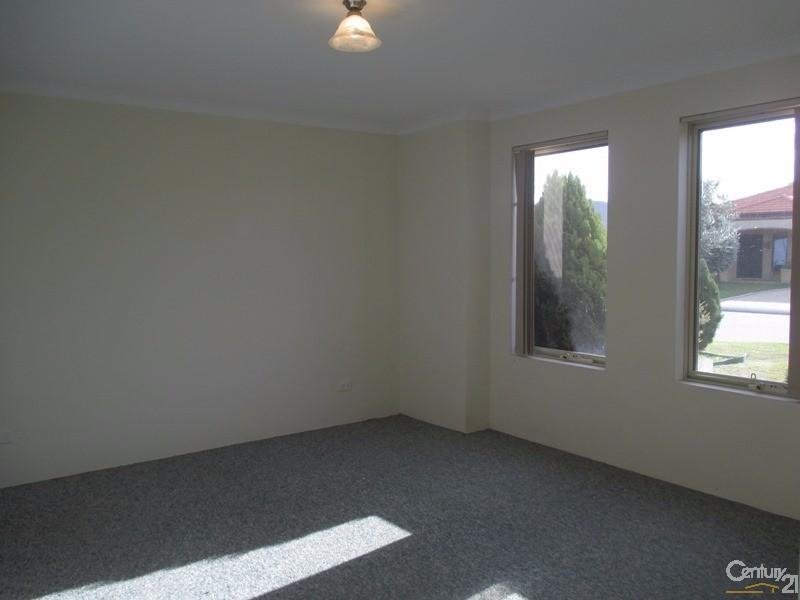 8 Honeymyrtle Grange, Halls Head - House for Rent in Halls Head