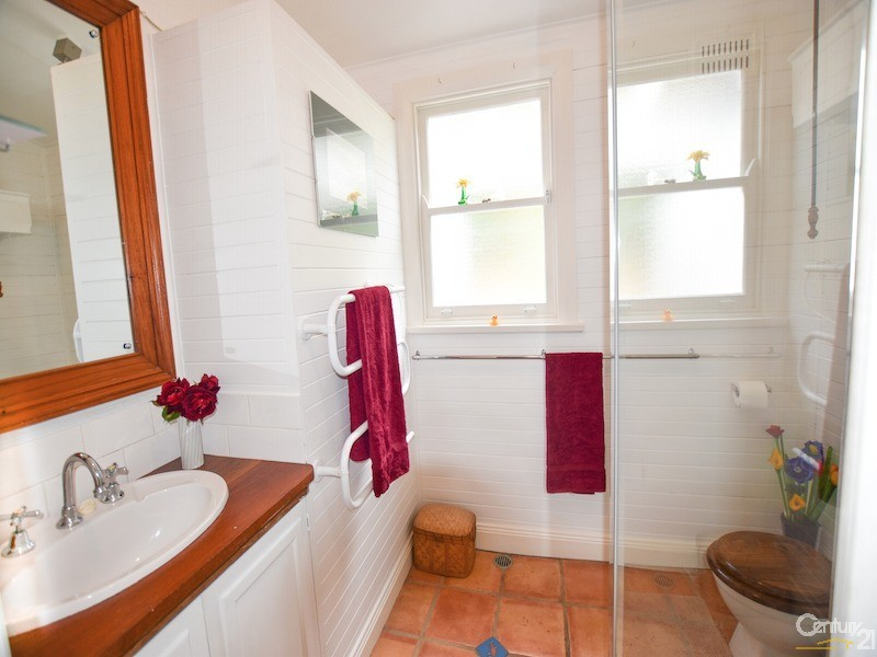Ensuite bathroom - 17-19 Tyndall Street, Mittagong - House for Sale in Mittagong