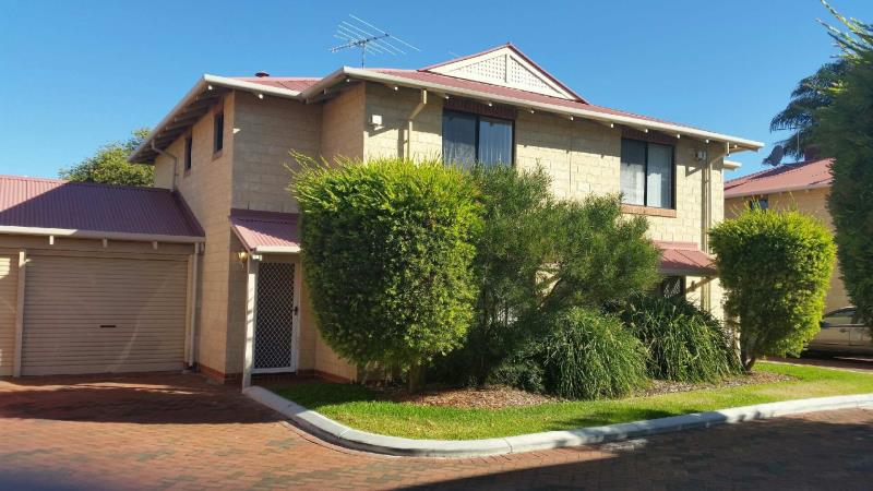 3/145 Peninsula Road, Maylands - Townhouse for Rent in Maylands