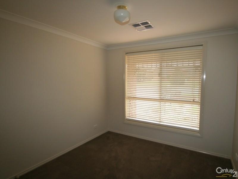 9 Turner Crescent, Orange - House for Rent in Orange